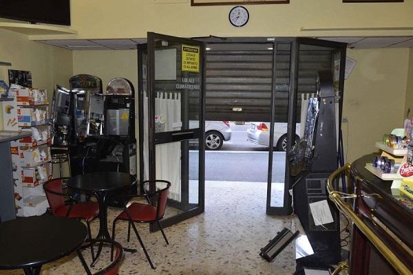 Slot machine: irruzione a firenze tre macchinette svuotate player
